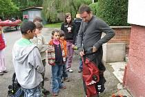 Ze Dne s Policií s dětmí z dětského domova v Senožatech