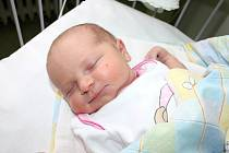 HOLČIČKA BYLA PŘEKVAPENÍ. Marie Čmolíková se narodila v pátek 15. března 2013 ve 14.43 hodin s mírami 50 cm a 3 350 g. Rodiče Karolína a Vojtěch se z prvorozené dcery radují doma v Hroněticích.