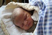 FILÍPEK JE PRVNÍ. FILIP JÁNSKÝ se narodil 20. září 2017 v 4.44 hodin s mírami 3 640 g a 52 cm. Maminka Kateřina a táta Zdeněk z Nymburka věděli, že to bude kluk jak buk.