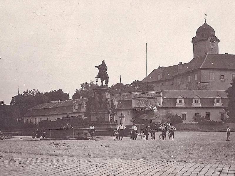 Bicykl sraz na náměstí v Poděbradech.