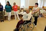 Josef Turko z rožďalovického domova pro seniory dostal nový vozík za více než 100 tisíc korun.