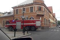 Výjezd hasičů do Hálkova divadla byl naštěstí planým poplachem.
