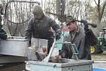 První výlov Komárovského rybníku po jeho zásadní opravě.