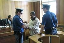 Cyril Godla v soudní síni po skončení včerejšího hlavního líčení. Po celou dobu působil dezorientovaným dojmem a svoji vinu popírá.