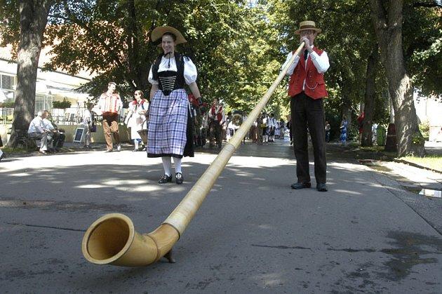 V Poděbradech začal folklorní festival.