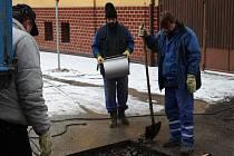 Havárie vody v Pavlovově ulici v Poděbradech