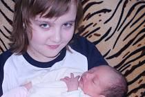 ADÉLKA JE TŘETÍ V RODINĚ. Adélka Buryanová se narodila 21. března osmnáct minut po půlnoci. Vážila 2 780 g a měřila 47 cm. Maminka Blanka, starostka Okresního sdružení hasičů Nymburk, a tatínek Honza  ji odvezli do Košíku za desetiletou Míšou a dvouletým