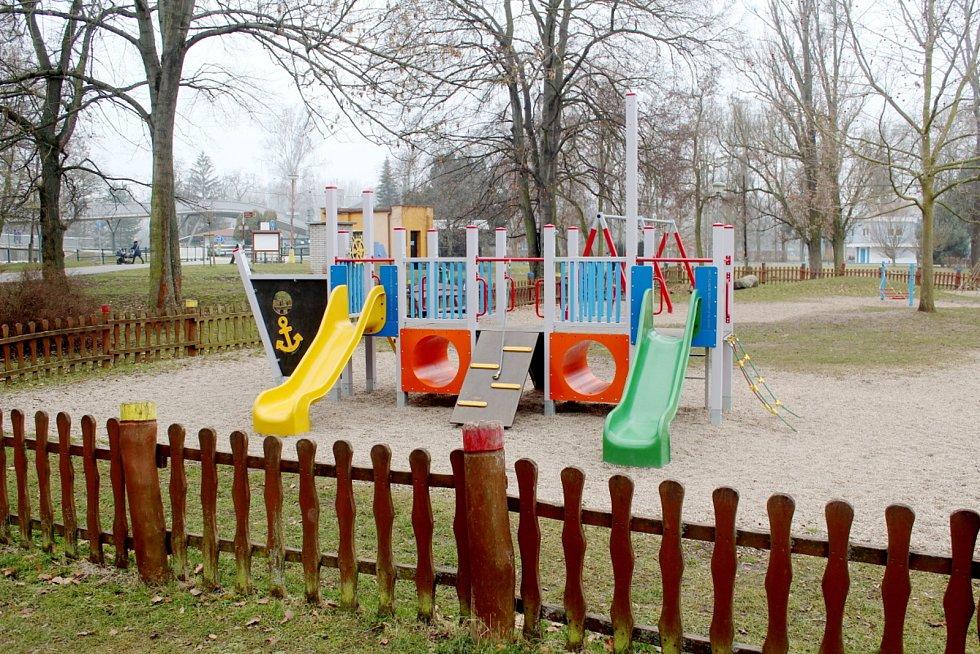 Dětská hřiště v Poděbradech jsou oficiálně uzavřená.