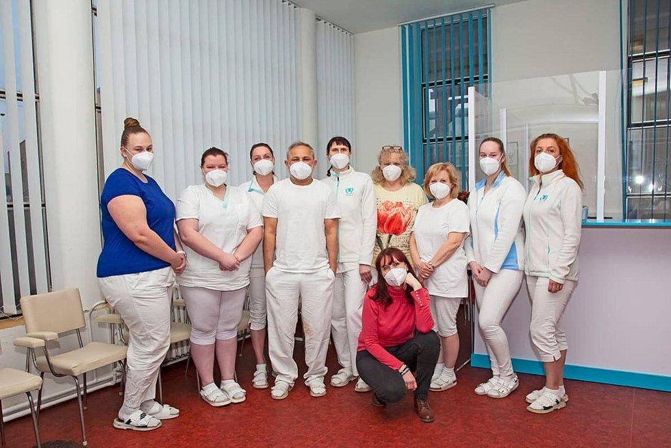 Představujeme anticovidové hrdiny z nymburské nemocnice.