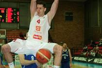 I takovéhle kousky předvádí nymburský basketbalista Petr Benda