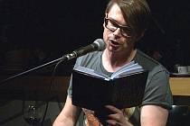 Spisovatel Jaroslav Rudiš četl ze své nové knihy v nymburské kavárně Café Society