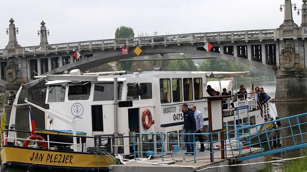 Už nyní je pod Šafaříkovým mlýnem k vidění loď Jan Plezier, která připlula na akci z Antverp. Urazila celkem 1 100 kilometrů.