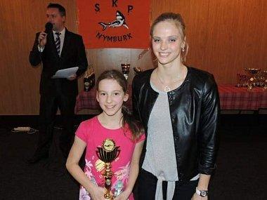 OBJEVEM ROKU 2013 se stala Terezie Zelingerová, na fotce společně se Simonou Baumrtovou