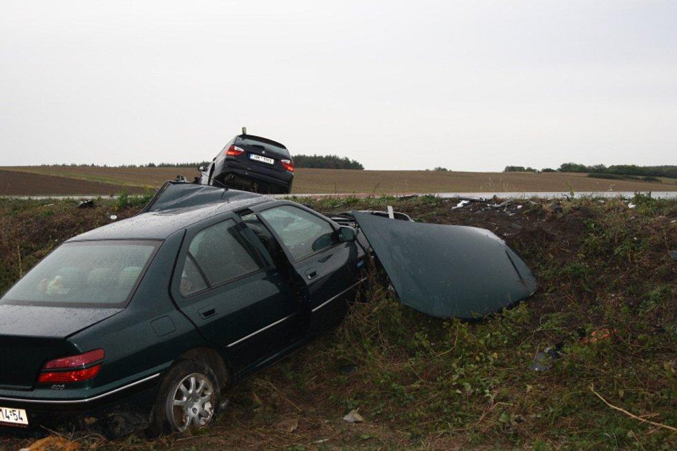Auta, která vyletí z jiřické zatáčky, bývají někdy na odpis.