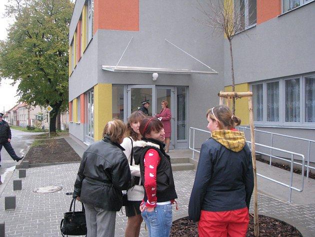 V Sadské otevřeli vysněnou školní přístavbu s novou tělocvičnou.