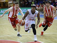 Z basketbalového utkání Kooperativa NBL Nymburk - Pardubice (91:90)