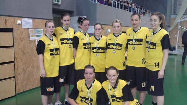 Mladé košíkářky Sadské získaly na mezinárodním turnaji v Ostravě zlaté medaile