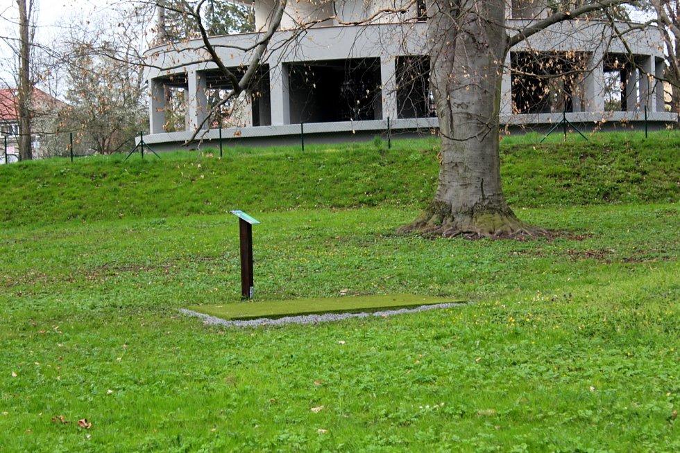 Unikátní multigolfové hřiště je k dispozici v Poděbradech u vodárny na kraji Neumannových sadů.
