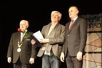 Město Poděbrady udělovalo čestné medaile, křišťálové štíty a pamětní listy významným občanům.