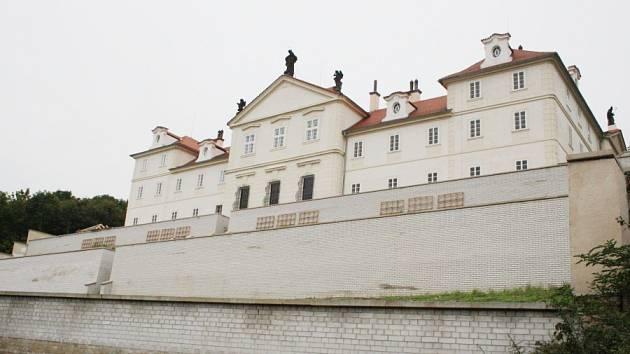 Nedodělané klášterní terasy v Lysé nad Labem.