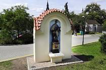 Socha sv. Jana je znovu jako nová.