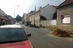 Práce na výměně plynového potrubí v Palackého třídě v Nymburce potrvají do 26. září.
