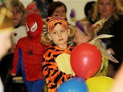 Jarní balónkový karneval v Domě dětí a mládeže Symfonie naučil děti nové tance.