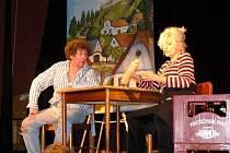 Jeppe z vršku sehráli herci v příjemném divadélku ZŠ Komenského