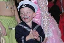 Děti v různorodých maskách řádily na dvacátém milovickém karnevalu.