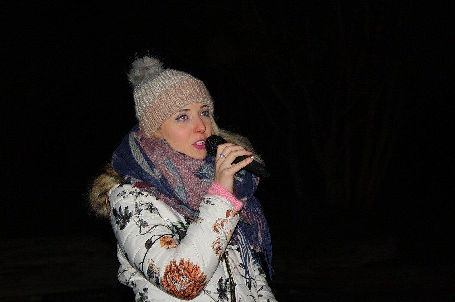 V Mirakulu zpívalo koledy na 400 lidí.