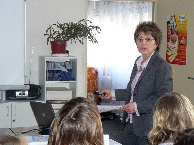 Dětská lékařka Libuše Němcová besedovala se sedmáky o obezitě