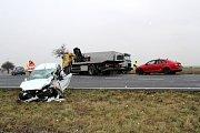 Při nehodě byl zraněn řidič osobního auta a jeho manželka.