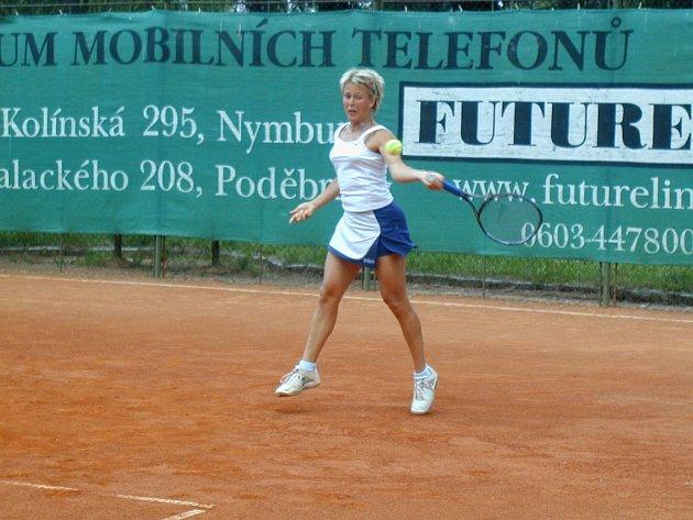Právo na postup do vyšší soutěže si vybojovala hned tři nymburská tenisová družstva.