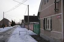 Která vesnička na Nymbursku je na těchto snímcích?