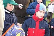 Pohádkový rej v Pátku byl plný dětí a lampiónů.