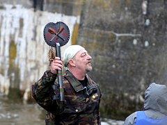 Vodáci i přes zimu odemkli Cidlinu a poprvé letos po ní vypluli.
