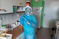 Celoobličejové masky využijí zdravotníci v kontaktu s lidmi nakaženými koronavirem.
