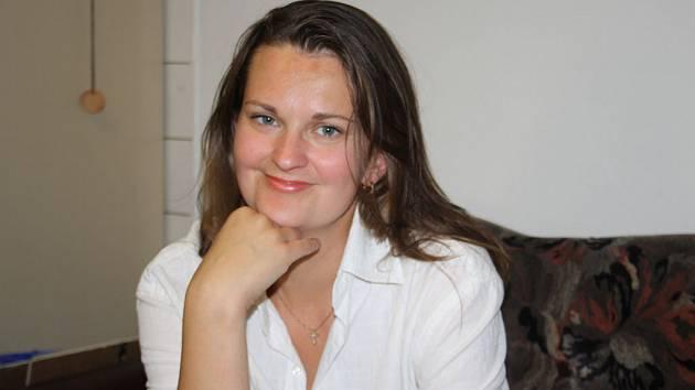 Jana Heryánová Ryklová při rozhovoru v redakci Nymburského deníku.