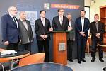 Nová koalice vládne od úterka Středočeskému kraji. Hnutí ANO vypovědělo koaliční smlouvu STAN, ODS a Nezávislým Středočechům. Dohodlo se na spolupráci s ČSSD a podporuje je i KSČM. Na snímku tisková konference ODS.