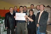 Rotary klub předal Domovu Mladá v Milovicích šek na 40 tisíc korun