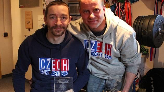 REPREZENTANTI. Sledge hokejisté Zdeněk Šafránek (vlevo) a Jiří Raul se chystají na mistrovství světa