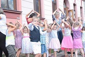 Oslavy školy v Ostré
