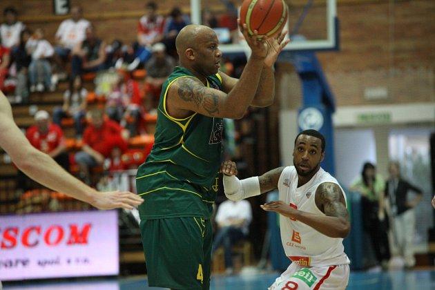 Z basketbalového utkání play off Mattoni NBL Nymburk - Levice (96:46)