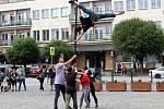Akrobaté předvedli svá čísla přímo na nymburském náměstí.
