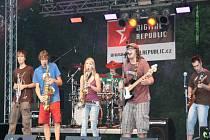Skupina Sek jsi bombónky na loňském Sad-ska Festu
