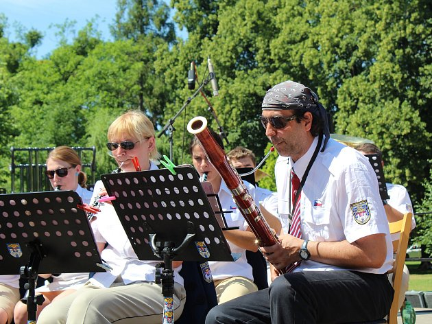 První ročník festivalu dechové hudby s názvem Hudbou k srdcím se konal na poděbradské kolonádě.