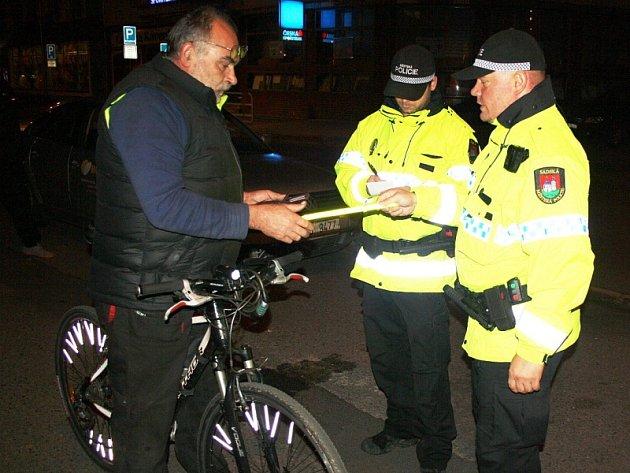 Kontrola cyklistů v Sadské.