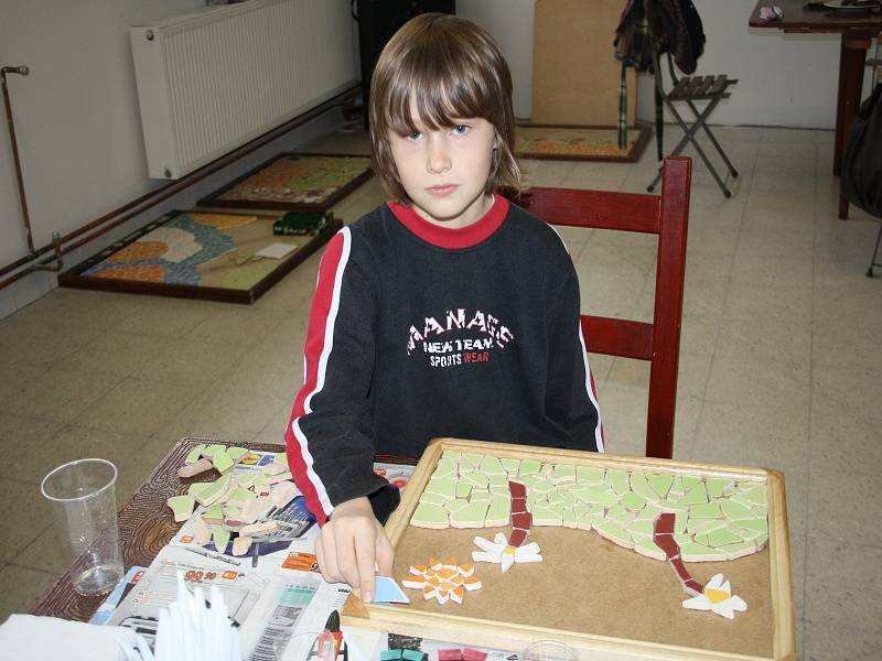Děti si tady mohou vyrobit obrázek z mozaiky