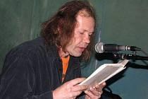 Na akci Kýchání do sazí se v Nymburce střídali básníci s rockery