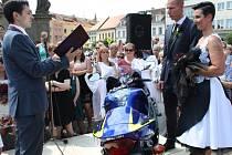 Motorkářská svatba na nymburském náměstí